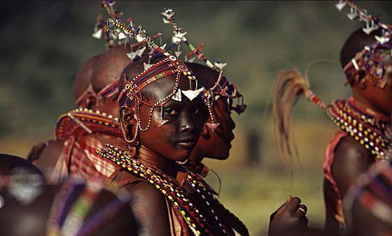Masaai-bride-in-Kenya Culturas de Carol Beckwith y Angela Fisher