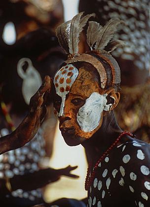 Painted-Karo-Courtship-Dancer-Ethiopia-1996  Culturas de Carol Beckwith y Angela Fisher