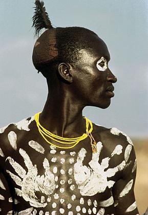 Painted-Karo-Dancer-Ethiopia-1987  Culturas de Carol Beckwith y Angela Fisher