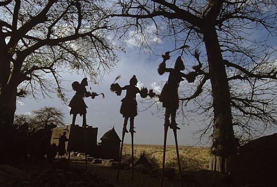 Stilt-Dancers-Mali-1994 Culturas de Carol Beckwith y Angela Fisher