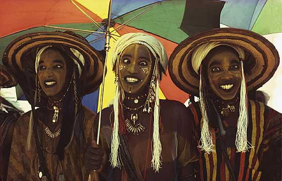 Three-Wodaabe-Male-Charm-Dancers-Niger-1981  Culturas de Carol Beckwith y Angela Fisher
